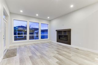 """Photo 6: 4488 STEPHEN LEACOCK Drive in Abbotsford: Abbotsford East House for sale in """"Auguston"""" : MLS®# R2589245"""