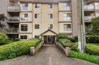 Photo 2: 101 1597 Mortimer St in : SE Mt Tolmie Condo for sale (Saanich East)  : MLS®# 855808
