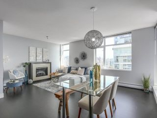 """Photo 1: 1606 1320 CHESTERFIELD Avenue in North Vancouver: Central Lonsdale Condo for sale in """"Vista Place"""" : MLS®# R2355353"""