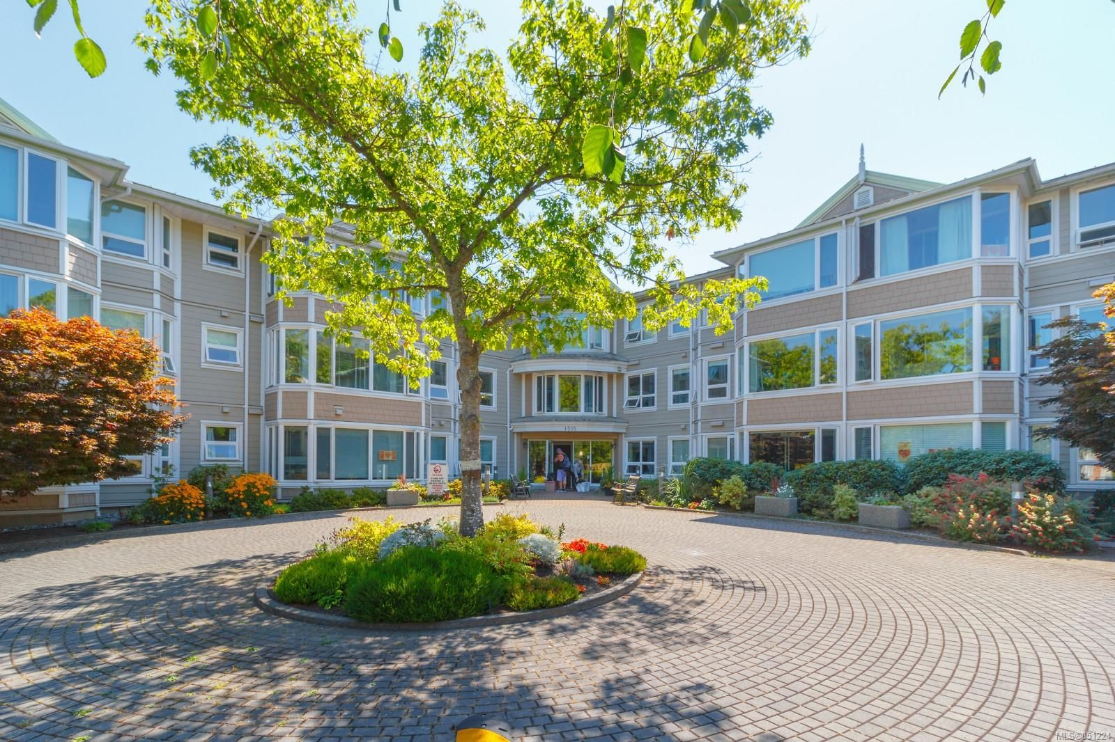 Main Photo: 312 1505 Church Ave in : SE Cedar Hill Condo for sale (Saanich East)  : MLS®# 851224