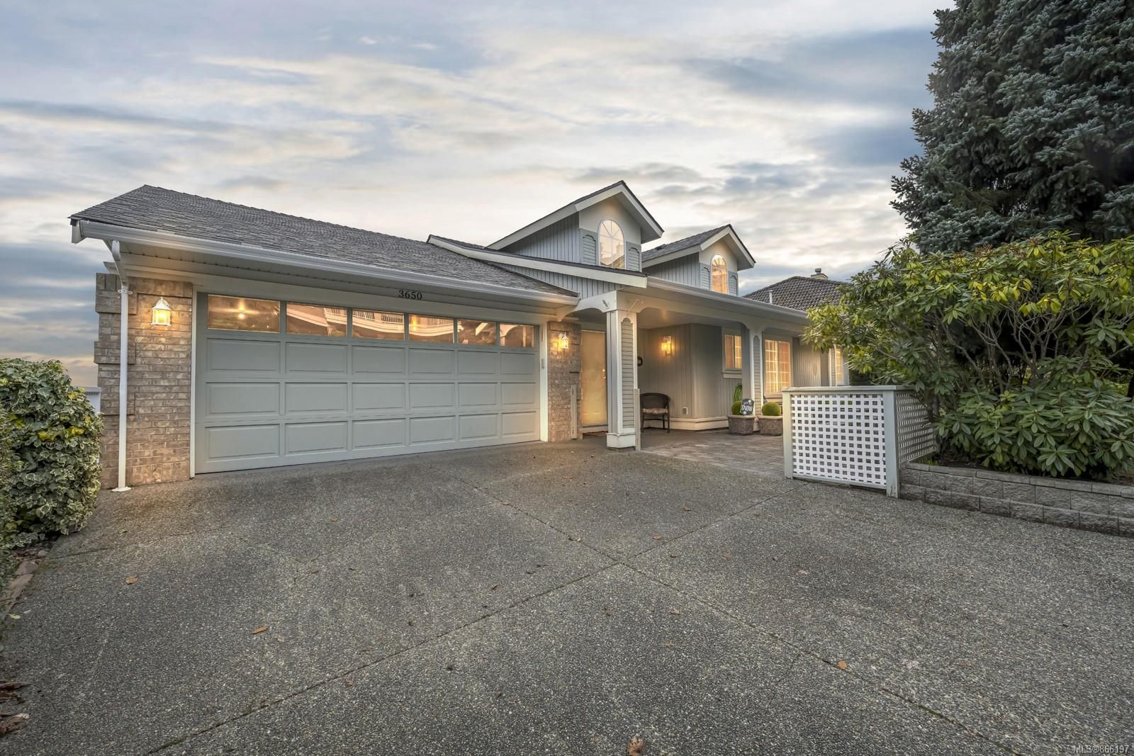 Main Photo: 3650 Ocean View Cres in : ML Cobble Hill House for sale (Malahat & Area)  : MLS®# 866197