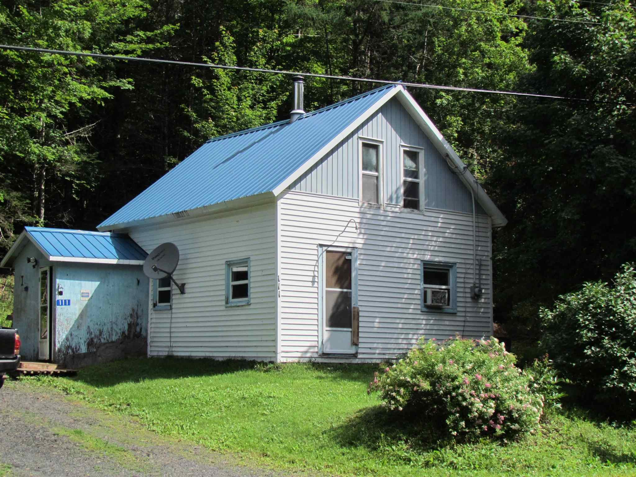 Main Photo: 111 Woodside Road in Dean: 35-Halifax County East Residential for sale (Halifax-Dartmouth)  : MLS®# 202119535