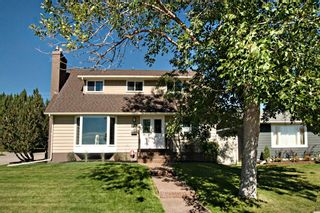 Photo 2: 3216 Lancaster Way SW in Calgary: Lakeview Detached for sale : MLS®# A1106512