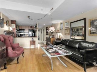 Photo 3: 920 910 BEACH Avenue in Vancouver: Yaletown Townhouse for sale (Vancouver West)  : MLS®# R2149914