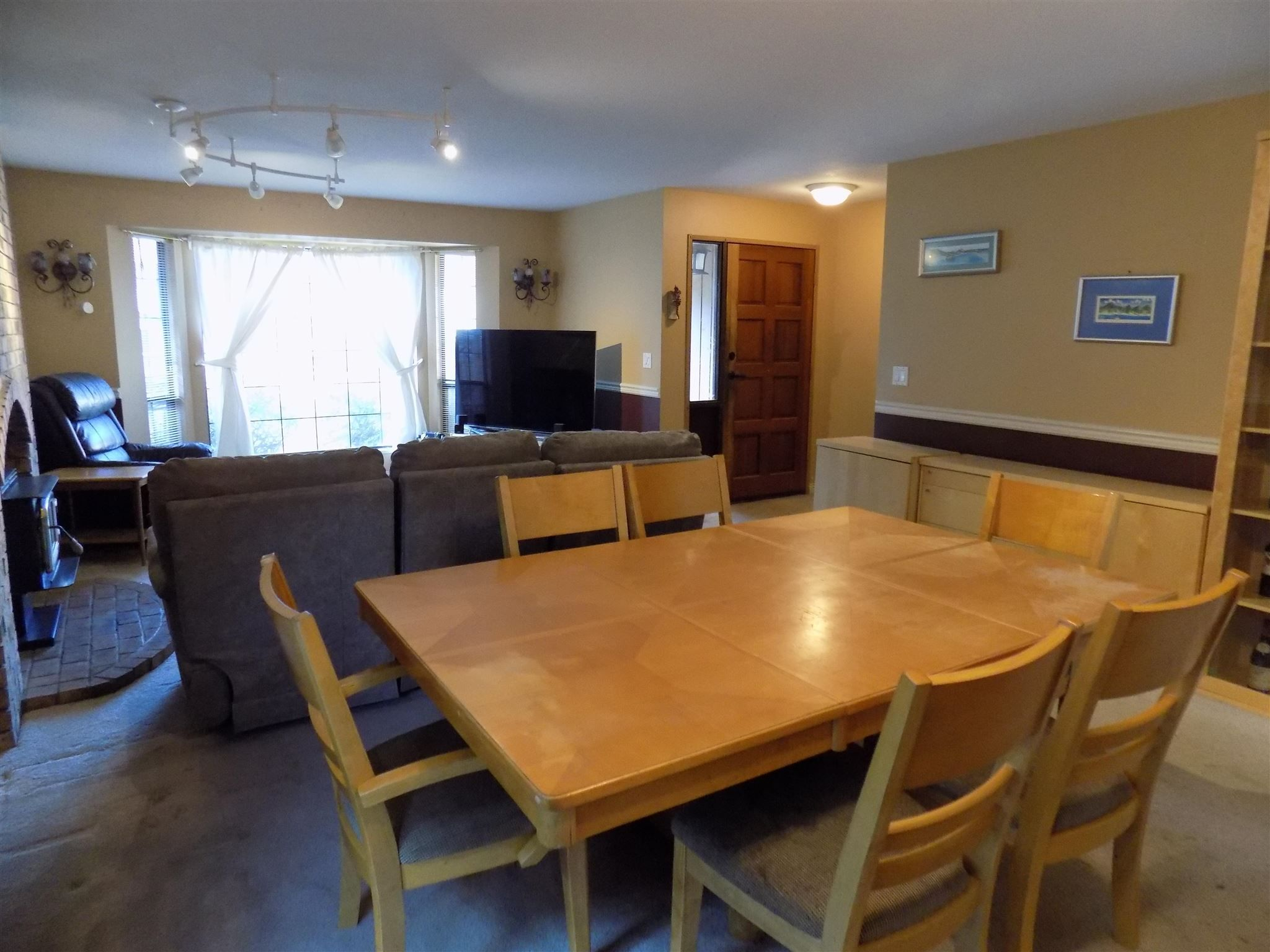 Photo 5: Photos: 32836 CAPILANO Place in Abbotsford: Central Abbotsford House for sale : MLS®# R2605248