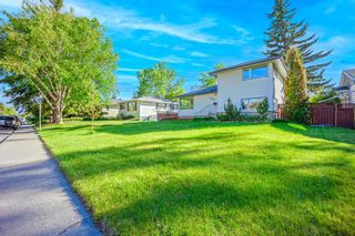 Photo 2: 2327 23 Street NW in Calgary: Banff Trail Detached for sale : MLS®# A1114808