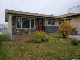 Photo 2: 50 19th Street East in Prince Albert: East Hill Residential for sale : MLS®# SK874088