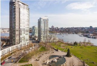 Main Photo: 1705 583 BEACH Crescent in Vancouver: Yaletown Condo for sale (Vancouver West)  : MLS®# R2539928