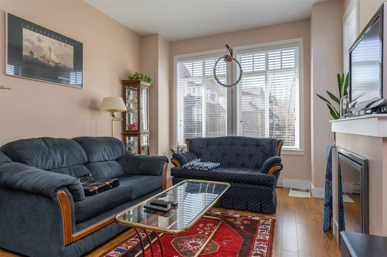 "Photo 3: Photos: 21 8250 209B Street in Langley: Willoughby Heights Townhouse for sale in ""Outlook"" : MLS®# R2352663"