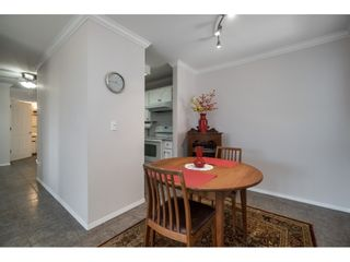 Photo 6: 302 2239 152 Street in Surrey: Sunnyside Park Surrey Condo for sale (South Surrey White Rock)  : MLS®# R2364850
