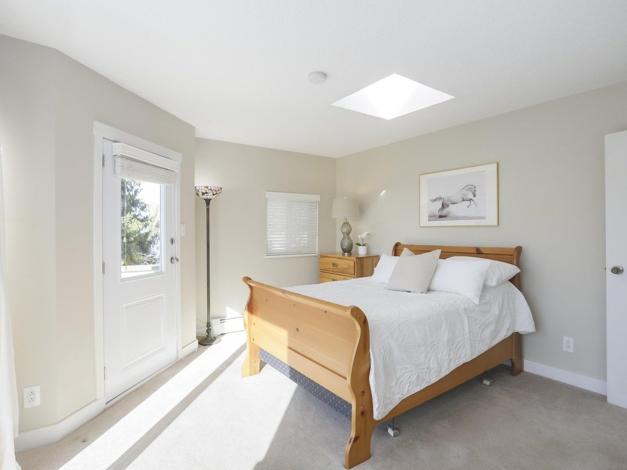 Photo 9: Photos: 325 W KINGS Road in North Vancouver: Upper Lonsdale House for sale : MLS®# R2443642