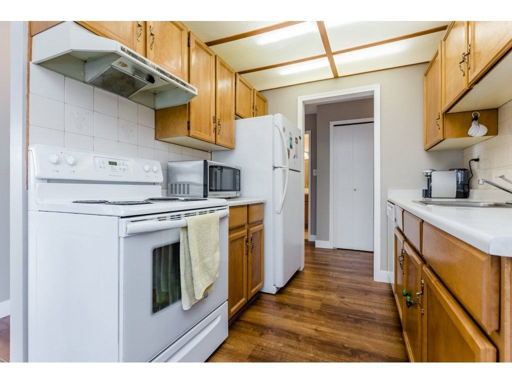 """Photo 12: Photos: 303 9952 149 Street in Surrey: Guildford Condo for sale in """"Tall Timbers"""" (North Surrey)  : MLS®# R2241309"""