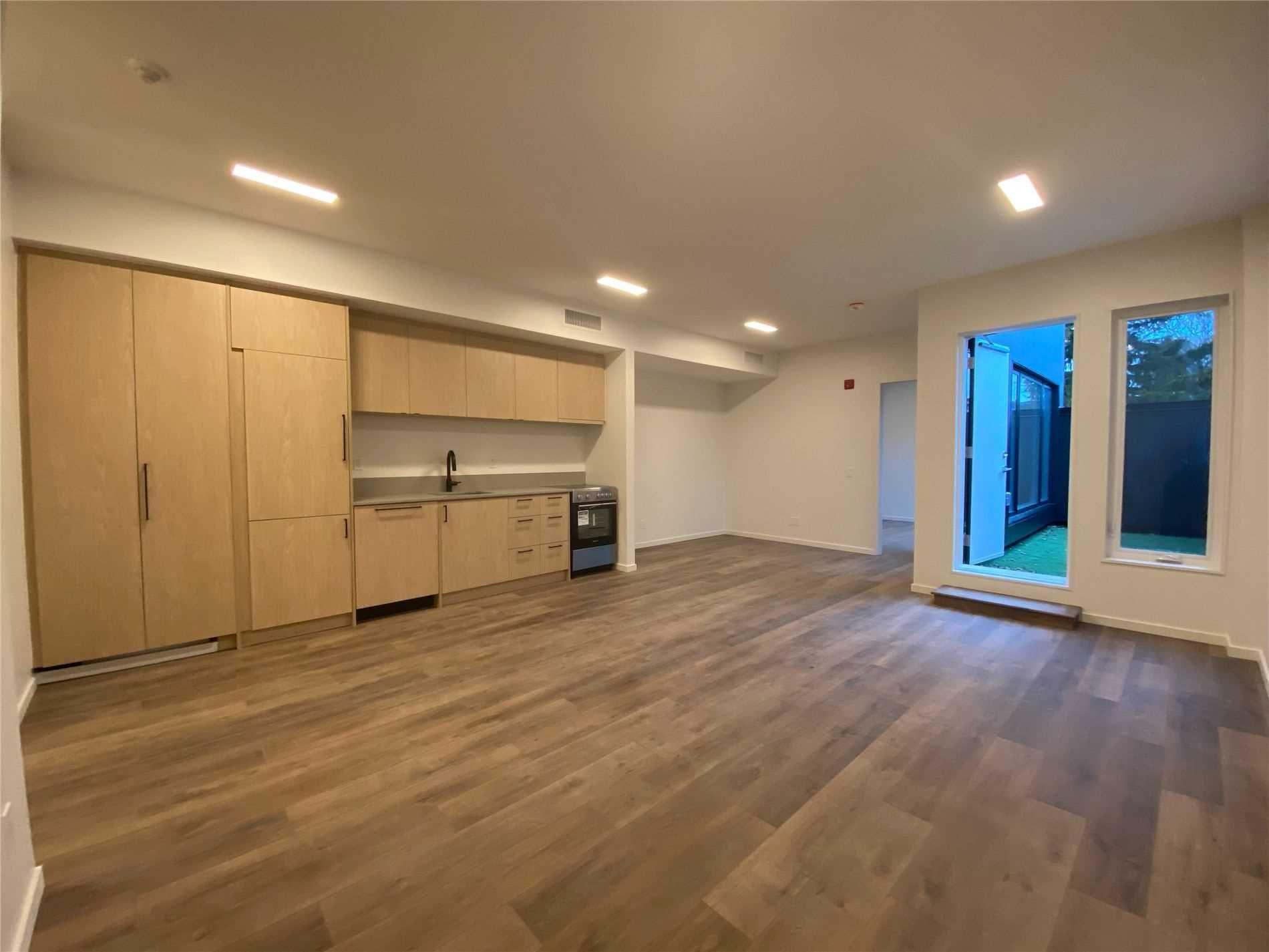 Main Photo: 204 377 Broadview Avenue in Toronto: North Riverdale Condo for lease (Toronto E01)  : MLS®# E5215904