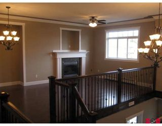 """Photo 3: 2720 CARRIAGE Court in Abbotsford: Aberdeen House for sale in """"Castlemore Estates"""" : MLS®# F2810899"""