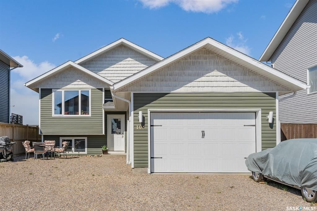 Main Photo: 106 Martens Crescent in Warman: Residential for sale : MLS®# SK855750