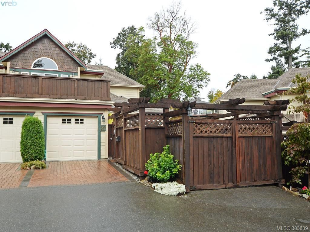 Main Photo: 32 108 Aldersmith Pl in VICTORIA: VR Glentana Row/Townhouse for sale (View Royal)  : MLS®# 770971