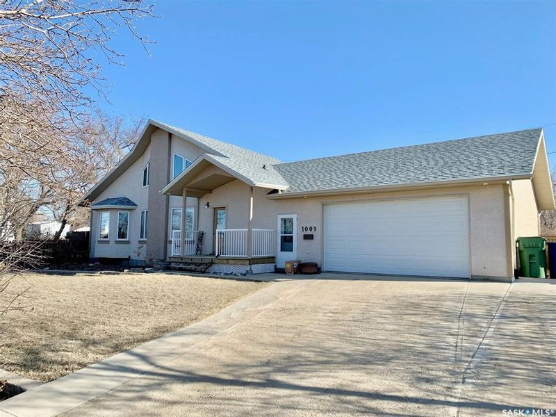 FEATURED LISTING: 1009 Oxford Street East Moose Jaw
