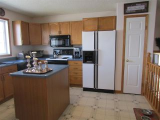 "Photo 11: 13419 SUNNYSIDE Cove in Charlie Lake: Lakeshore House for sale in ""CHARLIE LAKE"" (Fort St. John (Zone 60))  : MLS®# R2367785"