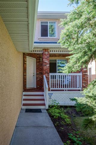 Photo 2: 85 STRATHRIDGE Close SW in Calgary: Strathcona Park Detached for sale : MLS®# A1019965