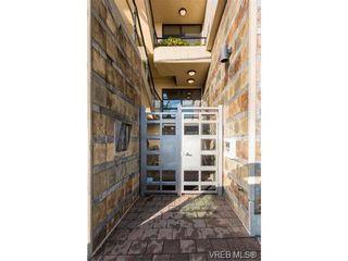 Photo 2: 206 1831 Oak Bay Ave in VICTORIA: Vi Fairfield East Condo for sale (Victoria)  : MLS®# 752253