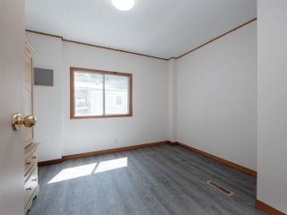 """Photo 14: 7 12248 SUNSHINE COAST Highway in Madeira Park: Pender Harbour Egmont Manufactured Home for sale in """"SEVEN ISLES"""" (Sunshine Coast)  : MLS®# R2604086"""