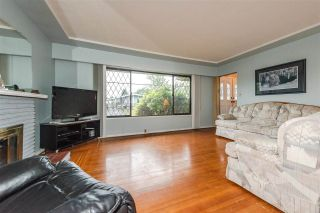 Photo 2: 7020 Kitchener St Burnaby, BC, V5A 1K9 in Burnaby: Sperling-Duthie House for sale (Burnaby East)  : MLS®# R2307486