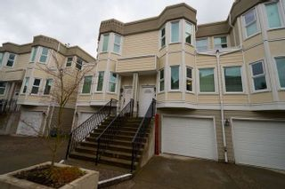 """Photo 2: 20 10340 156 Street in Surrey: Guildford Townhouse for sale in """"KINGSBROOK"""" (North Surrey)  : MLS®# R2262664"""