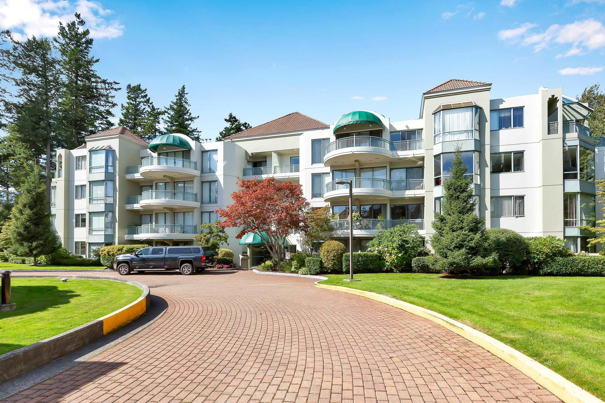 """Main Photo: 103 1745 MARTIN Drive in White Rock: Sunnyside Park Surrey Condo for sale in """"SOUTH WYND"""" (South Surrey White Rock)  : MLS®# R2617912"""