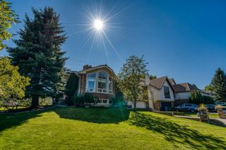 Main Photo: 555 Coach Light Bay SW in Calgary: Coach Hill Detached for sale : MLS®# A1144688