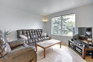 Photo 5: 39 Fonda Green SE in Calgary: Forest Heights Detached for sale : MLS®# A1118511
