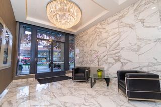"""Photo 1: 602 1177 PACIFIC Boulevard in Vancouver: Yaletown Condo for sale in """"PACIFIC PLAZA"""" (Vancouver West)  : MLS®# R2421306"""