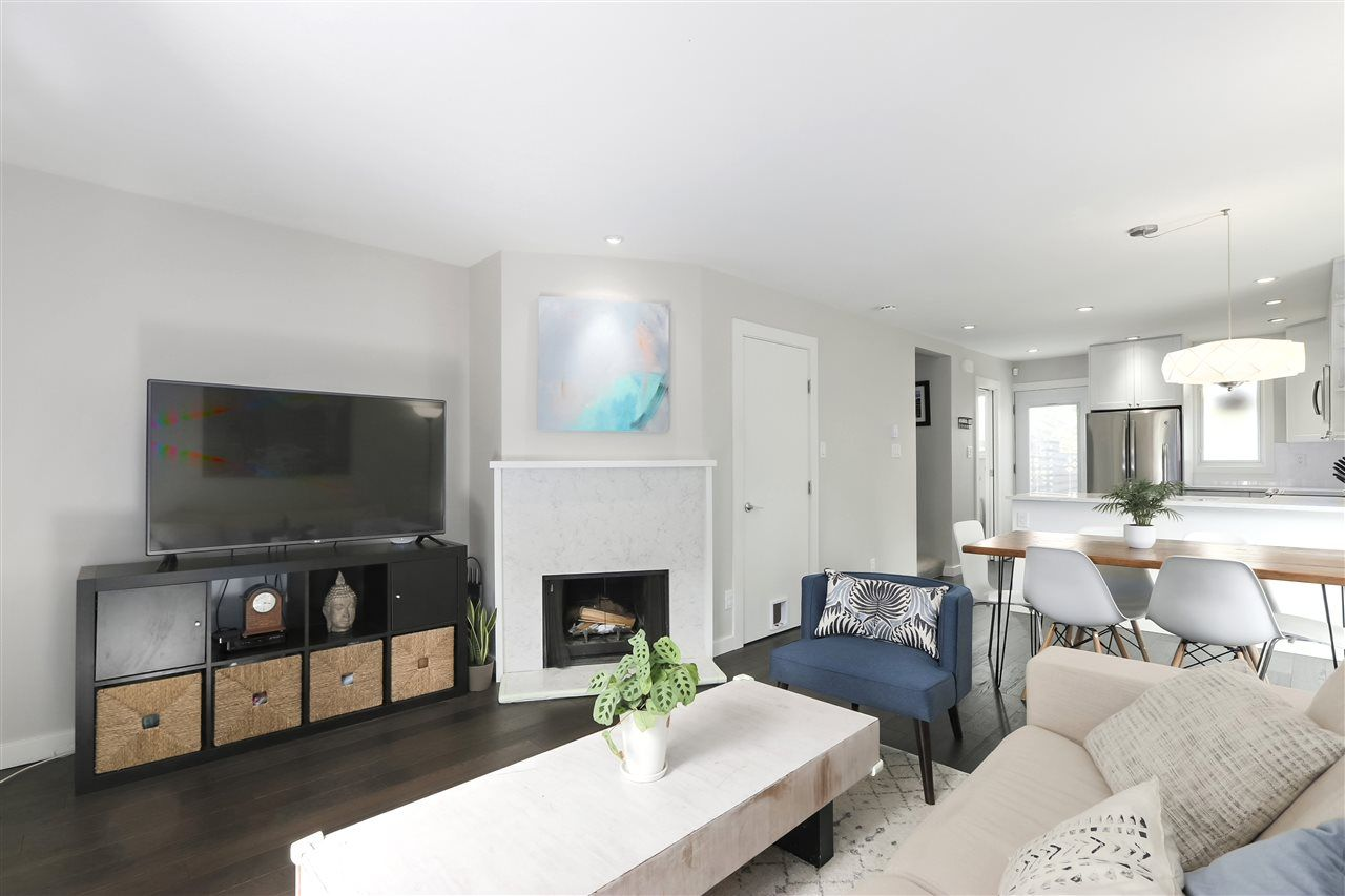 Photo 7: Photos: 154 W 12TH STREET in North Vancouver: Central Lonsdale Townhouse for sale : MLS®# R2487434