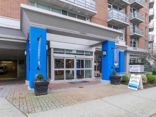 """Photo 2: 900 1570 W 7TH Avenue in Vancouver: Fairview VW Condo for sale in """"Terraces on 7th"""" (Vancouver West)  : MLS®# R2588372"""
