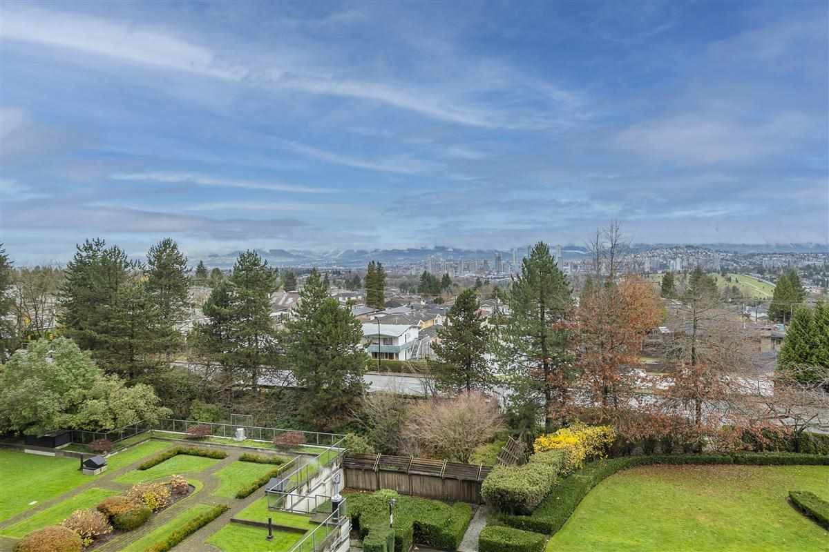 """Main Photo: 604 6055 NELSON Avenue in Burnaby: Forest Glen BS Condo for sale in """"LA MIRAGE II BY BOSA"""" (Burnaby South)  : MLS®# R2520345"""