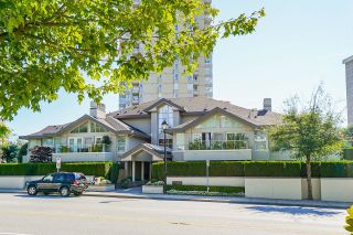 """Main Photo: B2 2202 MARINE Drive in West Vancouver: Dundarave Condo for sale in """"Stratford Court"""" : MLS®# R2616249"""