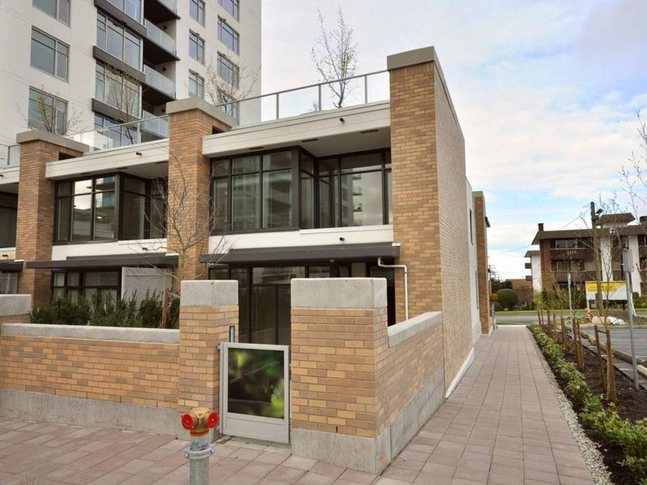 Main Photo: 1329 CIVIC PLACE MEWS in North Vancouver: Central Lonsdale Townhouse for sale : MLS®# R2114138