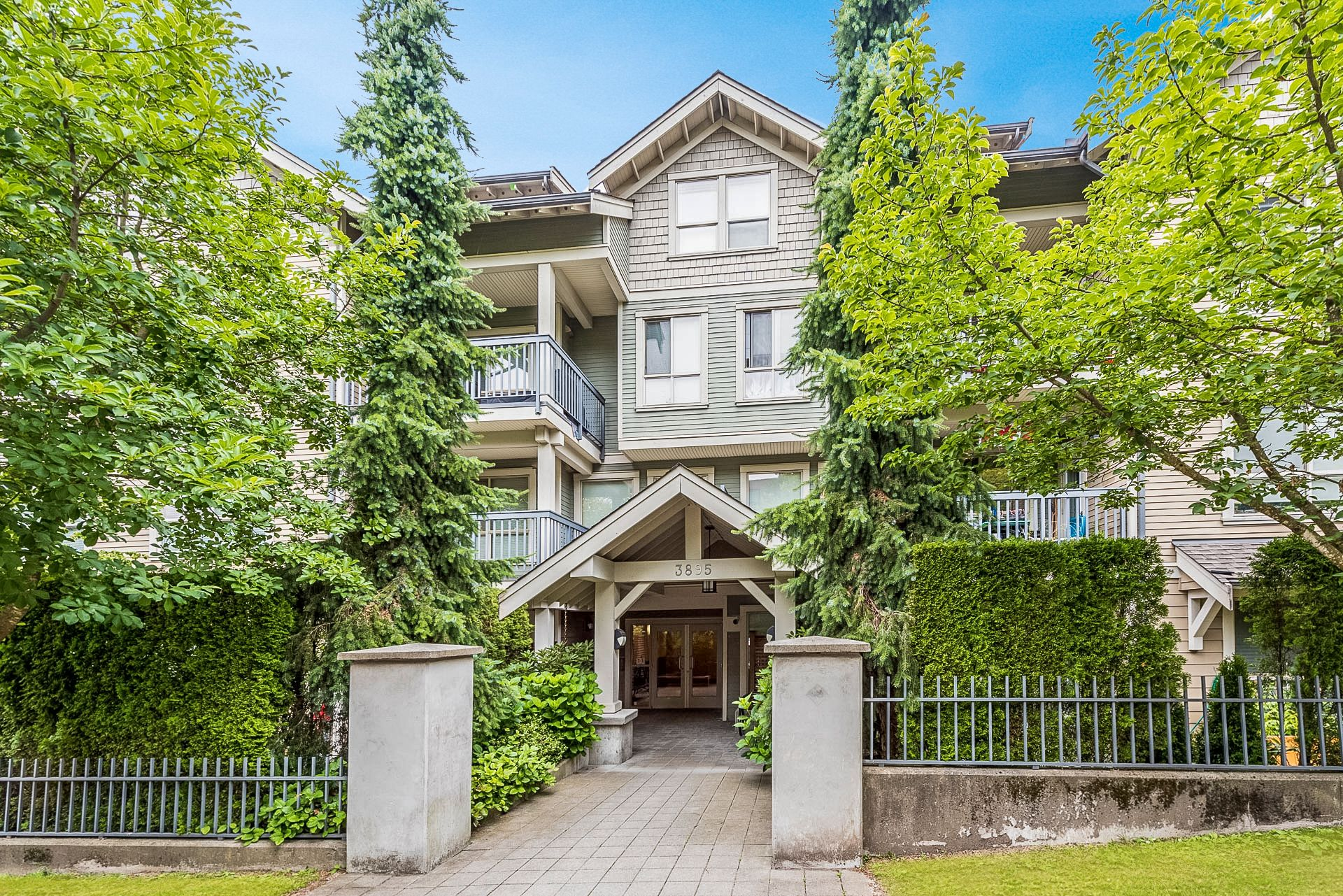 """Main Photo: 308 3895 SANDELL Street in Burnaby: Central Park BS Condo for sale in """"Clarke House Central Park"""" (Burnaby South)  : MLS®# R2287326"""