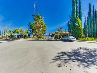 Photo 2: SOUTH ESCONDIDO House for sale : 3 bedrooms : 869 Montview Drive in Escondido