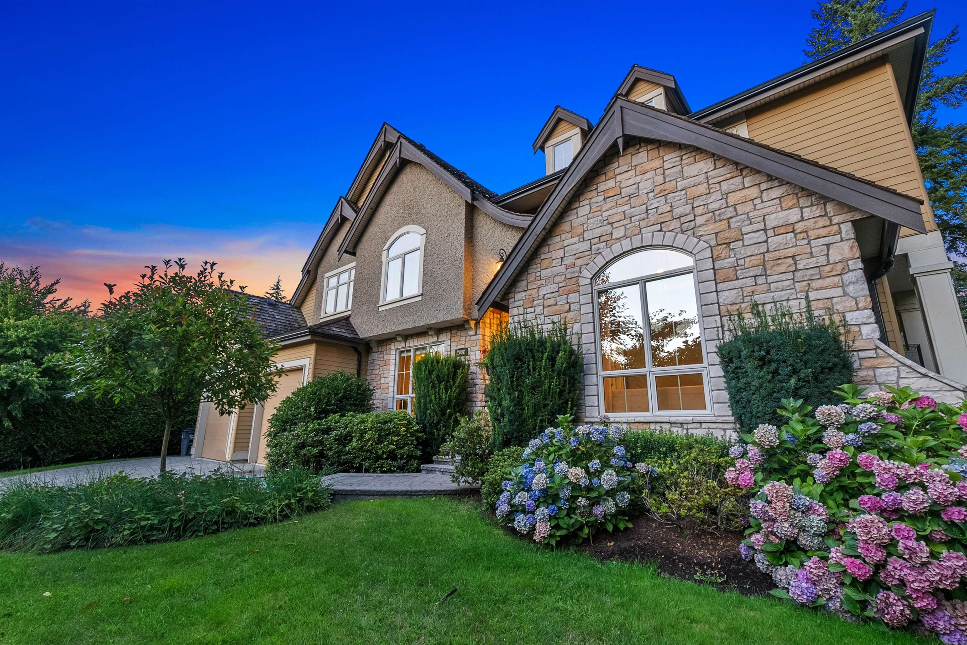 Main Photo: 2098 129 Street in Surrey: Elgin Chantrell House for sale (South Surrey White Rock)  : MLS®# R2611726