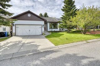 Photo 2: 104 Stratton Hill Rise SW in Calgary: Strathcona Park Detached for sale : MLS®# A1120413