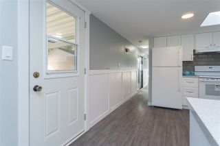 """Photo 3: 32 20071 24 Avenue in Langley: Brookswood Langley Manufactured Home for sale in """"Fernridge Estates"""" : MLS®# R2438182"""