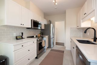 """Photo 10: 309 - 2271 BELLEVUE Avenue in West Vancouver: Dundarave Condo for sale in """"THE ROSEMONT"""" : MLS®# R2615793"""