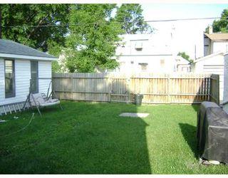 Photo 9: 320 SACKVILLE Street in WINNIPEG: St James Residential for sale (West Winnipeg)  : MLS®# 2913994