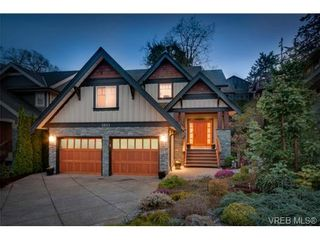 Photo 1: 3831 South Valley Dr in VICTORIA: SW Strawberry Vale House for sale (Saanich West)  : MLS®# 693485
