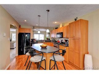 Photo 6: 24 127 Aldersmith Pl in VICTORIA: VR Glentana Row/Townhouse for sale (View Royal)  : MLS®# 738136