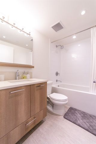 """Photo 14: 1801 258 NELSON'S Court in New Westminster: Sapperton Condo for sale in """"THE COLUMBIA"""" : MLS®# R2545064"""