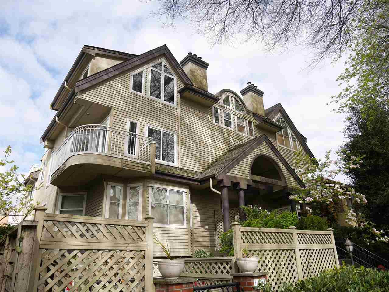 Main Photo: 1465 WALNUT Street in Vancouver: Kitsilano Townhouse for sale (Vancouver West)  : MLS®# R2170959
