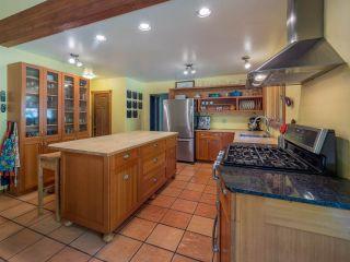 Photo 2: 3204 HUCKLEBERRY Road: Roberts Creek House for sale (Sunshine Coast)  : MLS®# R2364064