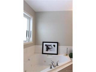 Photo 15: 113 Hill Grove Point in Winnipeg: Bridgwater Forest Residential for sale (1R)  : MLS®# 1701795