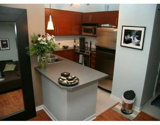 """Photo 2: 833 AGNES Street in New Westminster: Downtown NW Condo for sale in """"NEWS"""" : MLS®# V610315"""